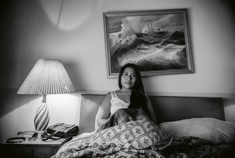 Datos que probablemente no sabías sobre Yalitza Aparicio - imagen-que-contiene-interior-pared-cama-sofa-d