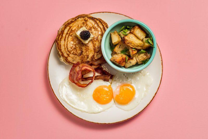 5 restaurantes que sirven desayunos todo el día - restaurantes-desayuno-todo-el-dia-1