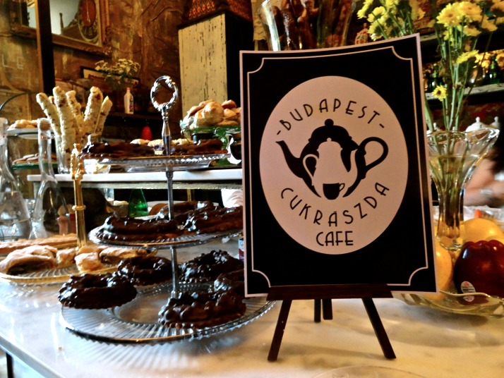 6 lugares en la CDMX para los amantes del té - hotbook_lugaresdete_cafebudapestcukraszda