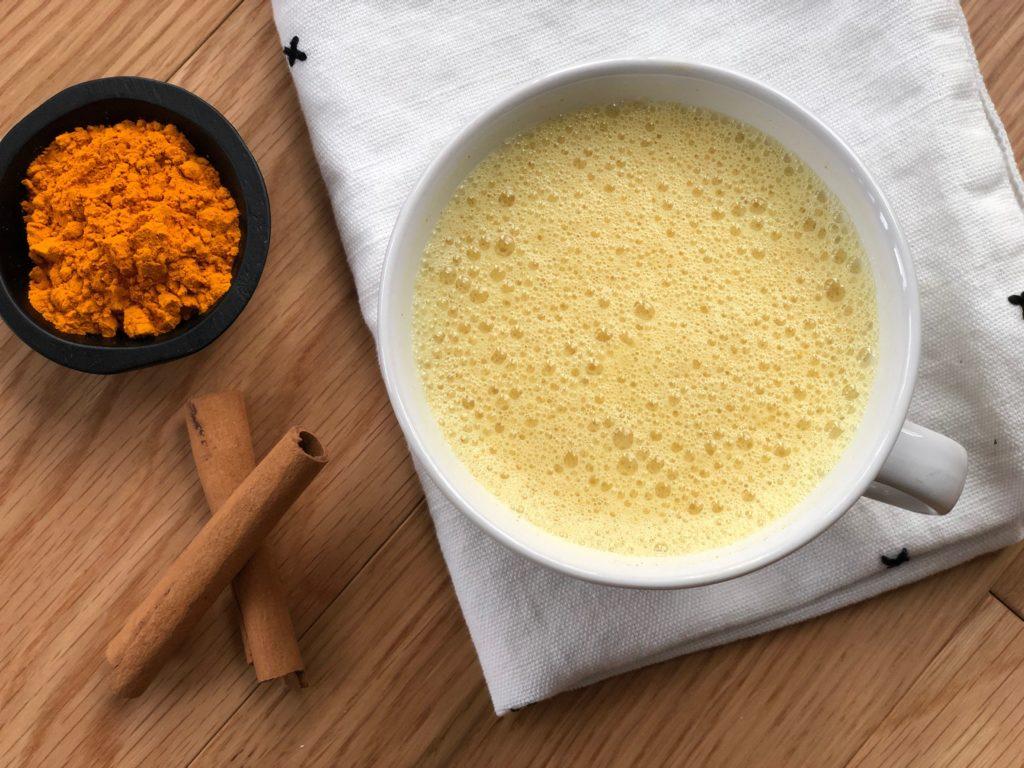 Recetas de té con cúrcuma - portada Té de cúrcuma HOBTOOK