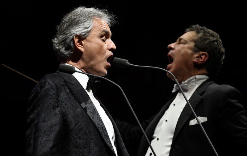Andrea Bocelli, entrevista con el tenor italiano - cantente-opera-microfono-andrea-bocelli