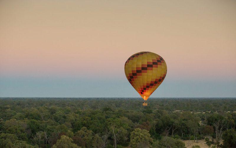 Un recorrido por África - deon-de-villiers-globo-aerostatico-atardecer