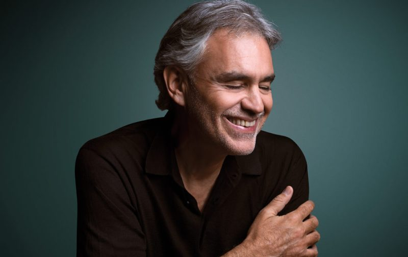 Andrea Bocelli, entrevista con el tenor italiano - foto-retrato-andrea-bocelli-cantante-sonrisa