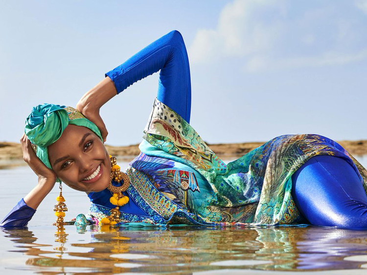 La primera modelo en aparecer en hiyab y burkini en Sports Illustrated - HalimaAden_PORTADA