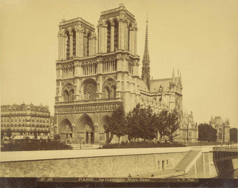 Datos históricos de la Catedral de Notre Dame - imagen-que-contiene-exterior-foto-blanco-cielo