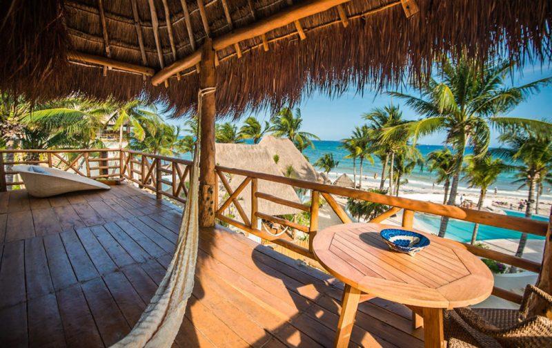 Mahekal Beach Resort, un paraíso en el Caribe mexicano - terraza-cuarto-hamaca-playa-vista-vacaciones