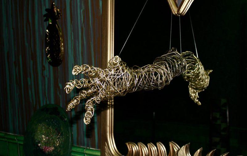Máscaras de Alambre, un accidente creativo - alambres-mano-arte