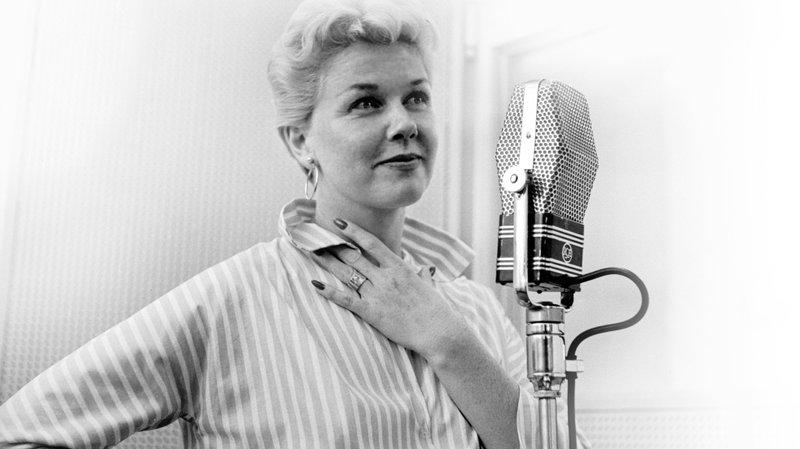 Datos que no sabías sobre Doris Day - dorisday_microfono