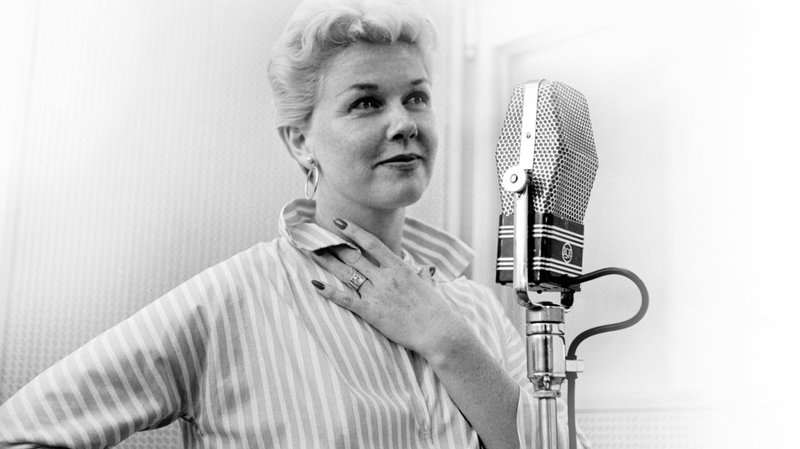 Datos que no sabías sobre Doris Day - dorisday_microfono