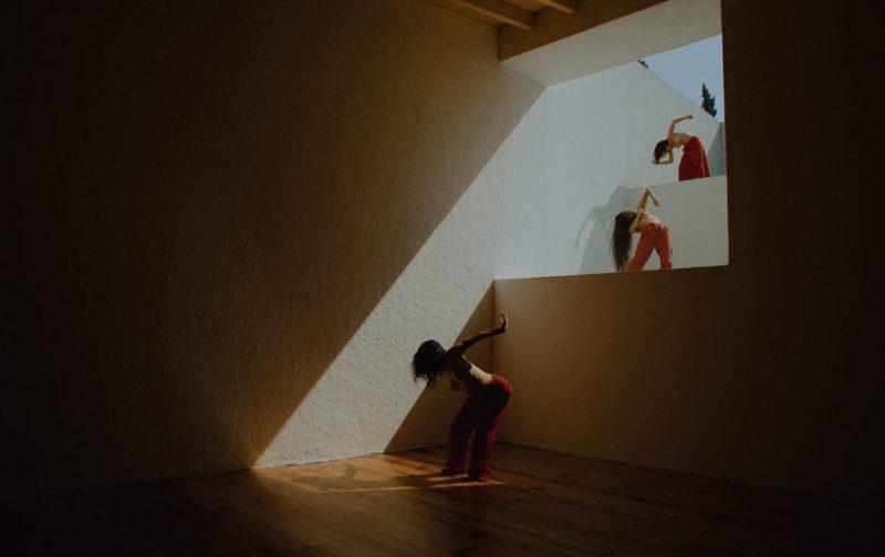 ECOS, una exploración sensorial de Casa Luis Barragán - ecos-performance-baile-casa-luis-barragan