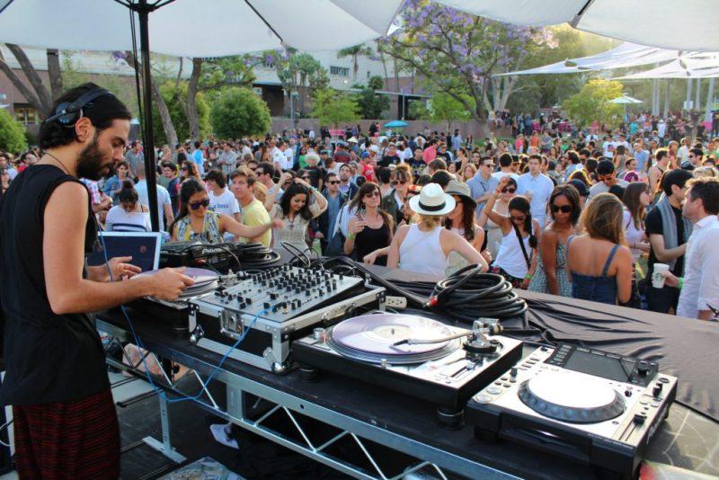 Increíbles conciertos al aire libre en Los Ángeles - hotbook-increibles-conciertos-al-aire-libre-en-los-angeles_grand-park-sunday-sessions