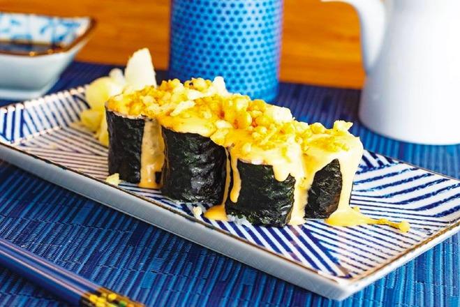 Rollos de sushi exóticos en la CDMX - hotbook-rollos-de-sushi-exoticos-cdmx_rollo-prohibido-en-barra-de-ginza