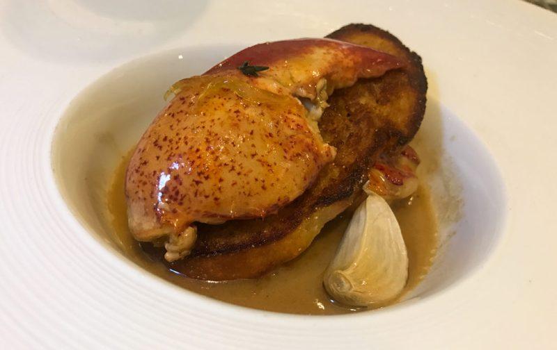 La gastronomía única de Nueva Orleans - new-orleans-bbq-langosta-brennans-platillo-restaurante