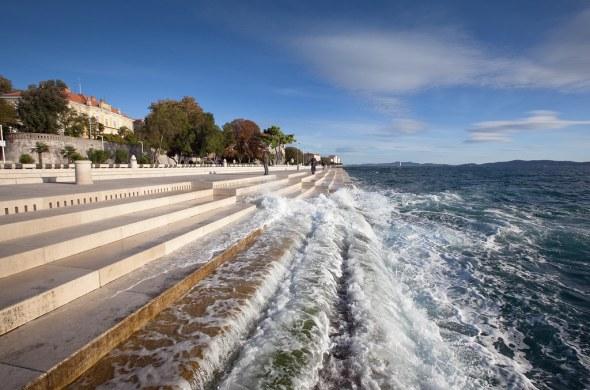 Nikola Bašić crea música con las olas del mar de Croacia