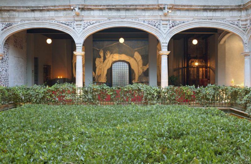 Downtown México, un spot imperdible en el centro de la CDMX - hoteldowntown_jardinconmural-1