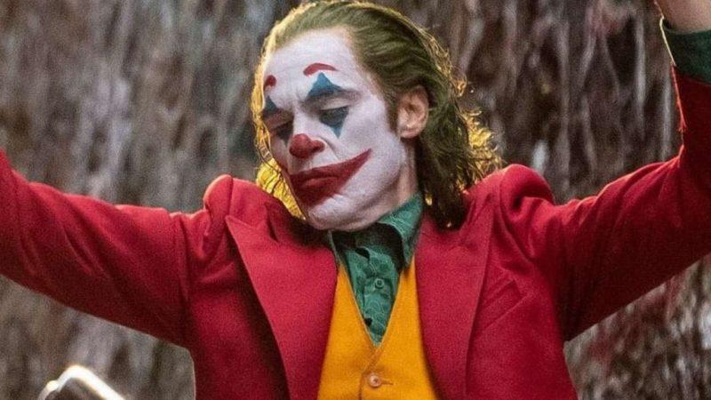 Joker, una película protagonizada por Joaquin Phoenix - 2-joker-bailando-joaquin-batman