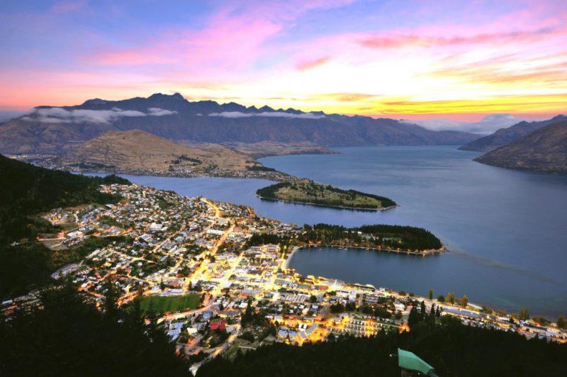 6 lugares esenciales para hacer un road trip por Nueva Zelanda - queenstown-roadtrip-nueva-zelanda