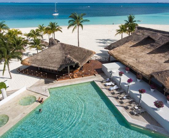 Presidente InterContinental Cancún, una experiencia de lujo y relajación en una de las playas más exclusivas de México - alberca