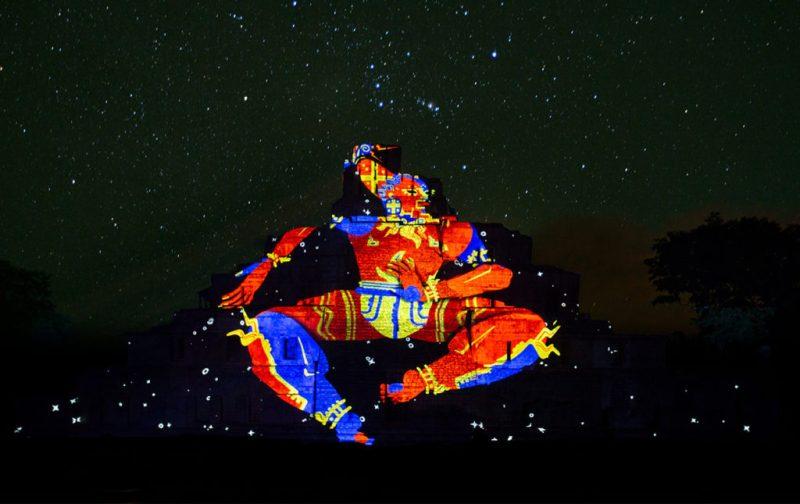 Cocolab: creadores de experiencias - hotbook_cocolab_experiencia_nocturna_piramides_luces_azteca_estrellas