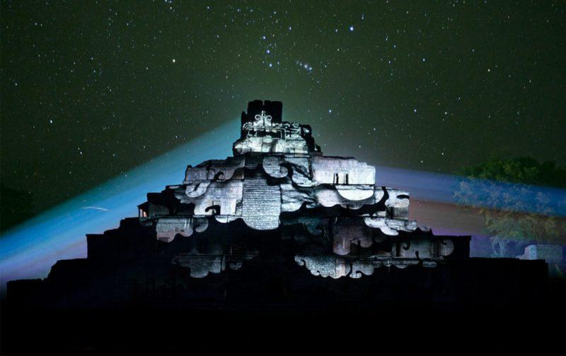 Cocolab: creadores de experiencias - hotbook_cocolab_experiencia_nocturna_piramides_luces_noche_estrellada