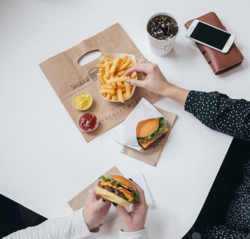 Las mejores hamburguesas para disfrutar en casa - las-mejores-hamburguesas-que-podras-disfrutar-desde-casa-coronavirus-covid-cuarentena-2
