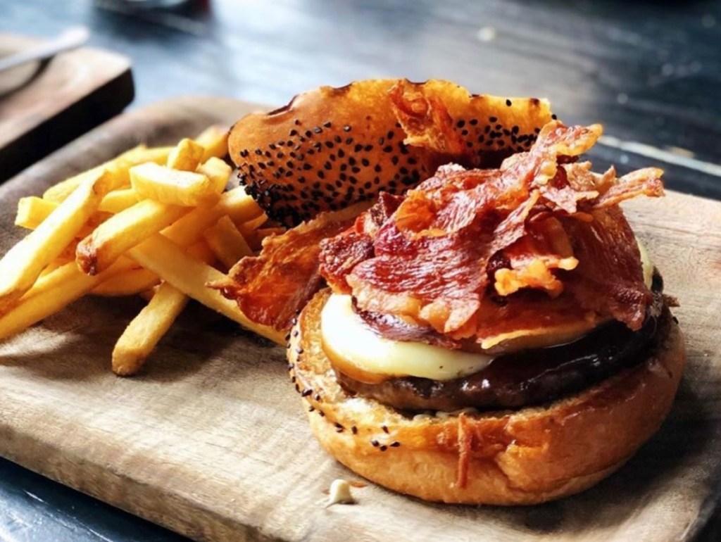 Las mejores hamburguesas para disfrutar en casa - Portada Las mejores hamburguesas que podrás disfrutar desde casa coronavirus covid cuarentena