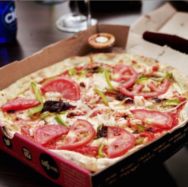 Tus restaurantes favoritos de pizza tienen servicio a domicilio - restaurante-pizzas-1