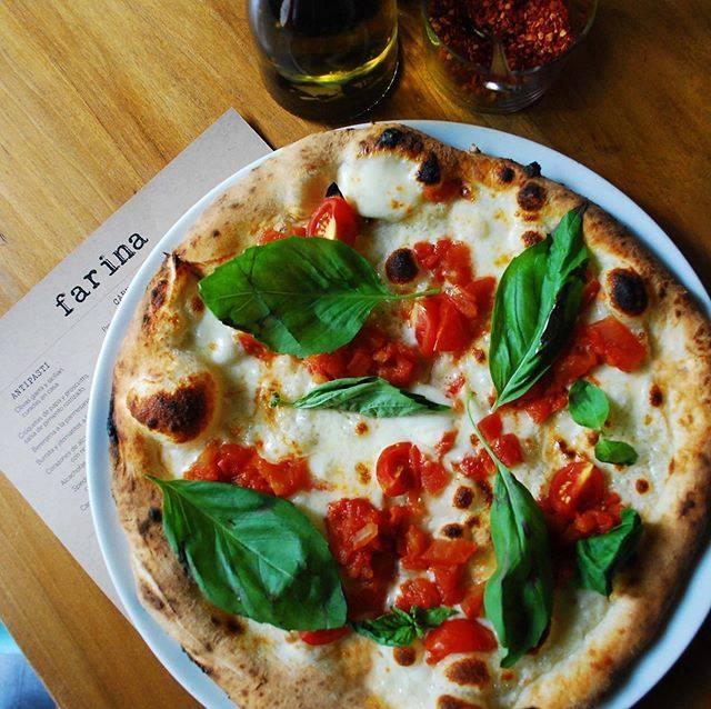 Tus restaurantes favoritos de pizza tienen servicio a domicilio - restaurante-pizzas-4