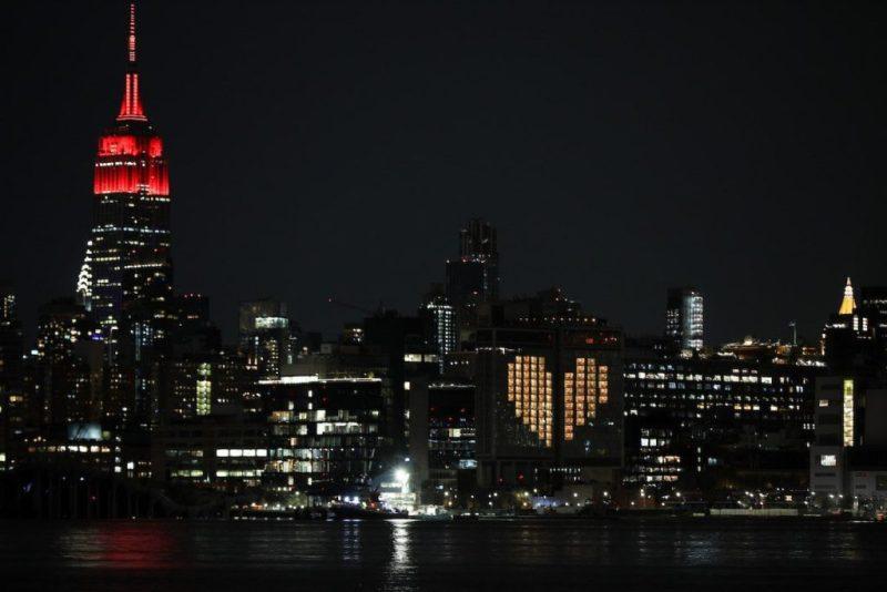 Actos de solidaridad en el mundo: iluminan de azul y rojo los corazones de estas ciudades - actos-de-solidaridad-alrededor-del-mundo_4