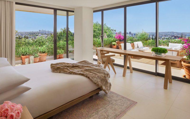 The West Hollywood Edition, un hotel fuera de serie - hotbook_thewesthollywood-suite-habitacion-cama-ventana-vista-flores-naturaleza