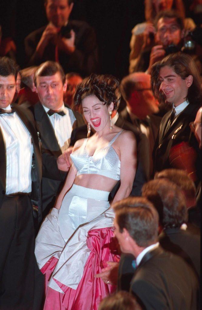 Cannes Rebels: el estricto código de vestimenta del festival y quién lo ha roto - madonna-cannes-rebels-el-estricto-codigo-de-vestimenta-del-festival-de-cannes-y-quien-lo-ha-roto-zoom-cannes-film-festival-online-tiktok-instagram-foodie