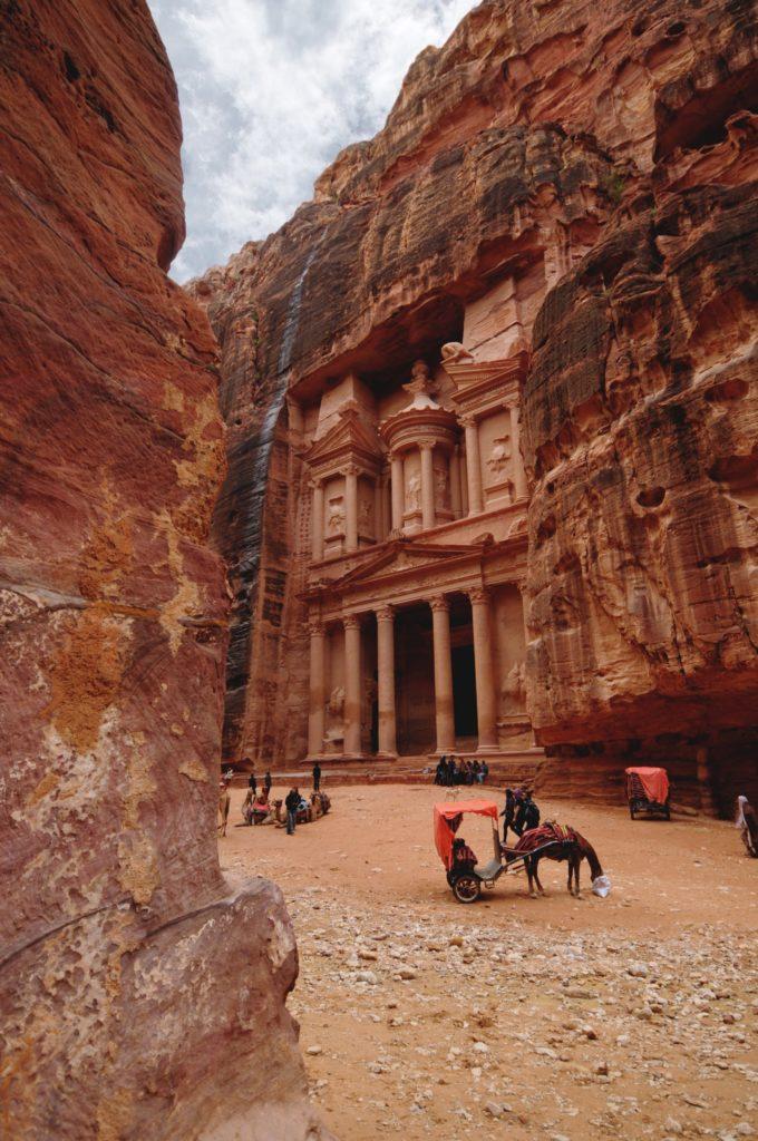 Conoce las 7 maravillas del mundo moderno desde casa - petra-jordania-conoce-las-siete-maravillas-del-mundo-desde-casa-online-virtual-zoom-instagram-tiktok-foodie-foto-destinos-viajes-economia-verano