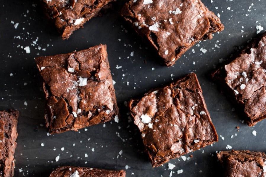 Prepara unos deliciosos brownies de avena Quaker®, un postre para disfrutar en familia. #BIENDESDEDENTRO - receta brownies portada
