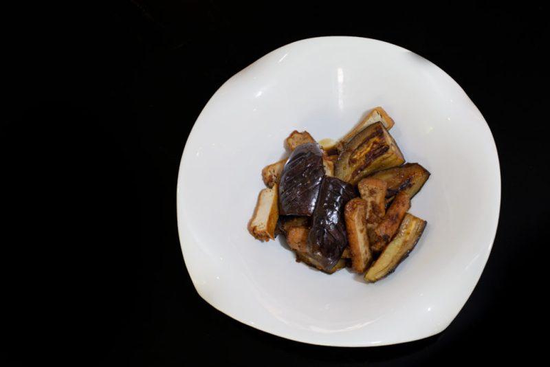 Berenjena a la Kumoto: prepara tres exquisitos platillos de la mano del chef de Tori Tori en HOTBOOK Studio - berenjena-a-la-kumoto-prepara-tres-exquisitos-platillos-de-la-mano-del-chef-de-tori-tori-en-hotbook-studio-2