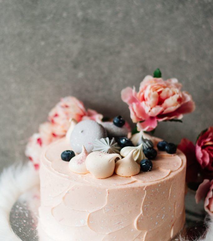 Apaga las velitas y pide un deseo con el mejor pastel - photo-1557308536-ee471ef2c390