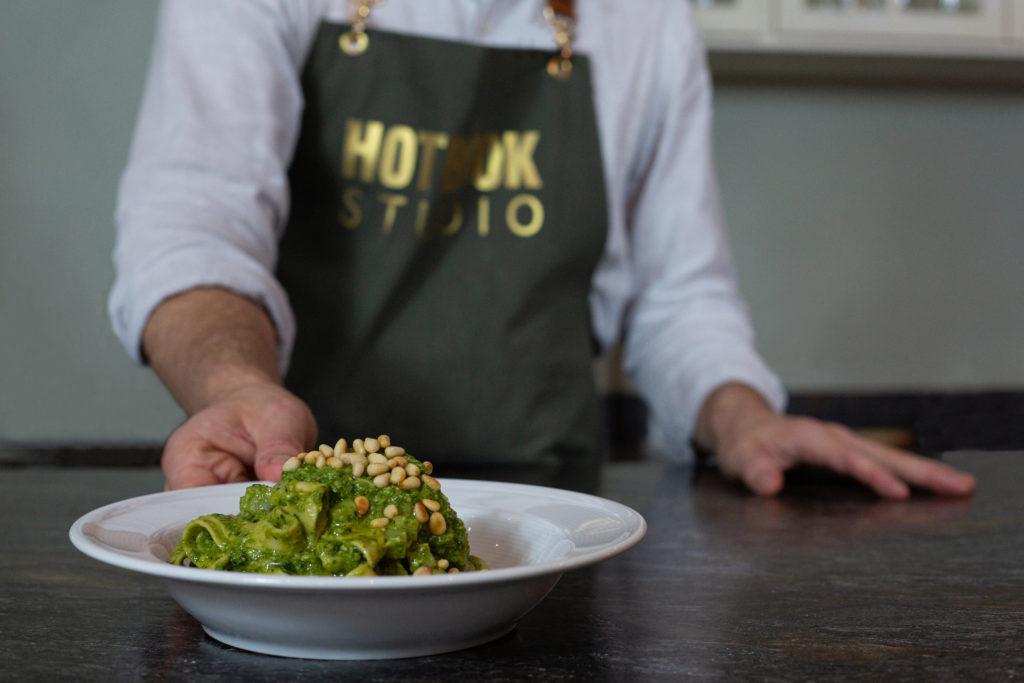 Tagliatelle con pesto a la genovese: prepara este delicioso platillo de la mano de Marco Carboni en HOTBOOK Studio - Portada Todo lo que puedes esperar ¡y más! al cocinar un Tagliatelle con pesto a la genovese de la mano de Marco Carboni