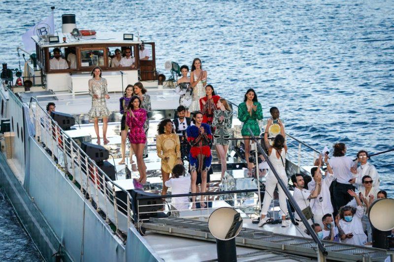 Los top 5 desfiles de moda del 2020 - balmain-seine-paris-fashion