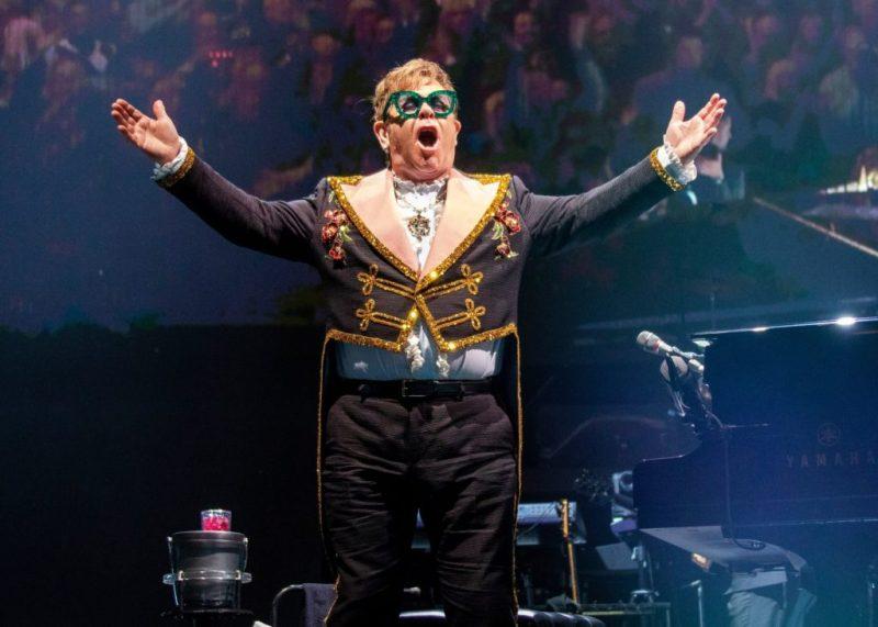Disfruta de los conciertos más icónicos de Elton John y ayuda al mismo tiempo - disfruta-de-los-conciertos-mas-iconicos-de-elton-john-en-youtube-google-online-zoom-google-elton-john-streaming-viaje-verano-3