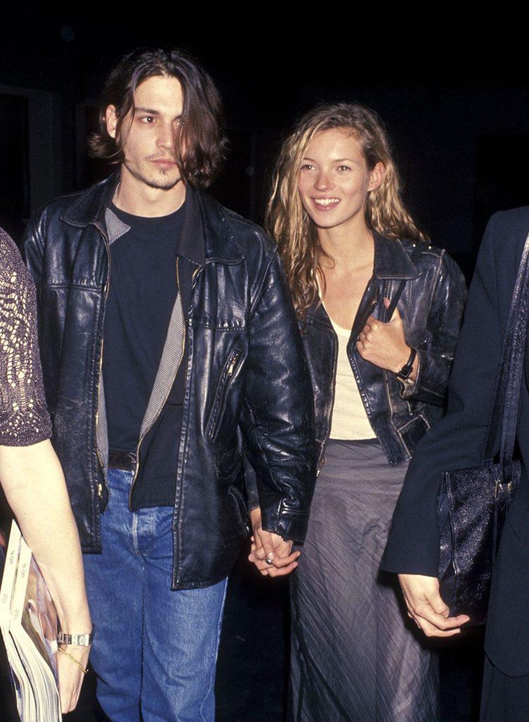 Las fotos más icónicas de la moda de los 90 - jonny-depp-kate-moss-las-fotos-mas-iconicas-de-la-moda-en-los-90-moda-fashion-celebrities-fashion-icon-iconic-fotos-style-trend-design-designer-google-online