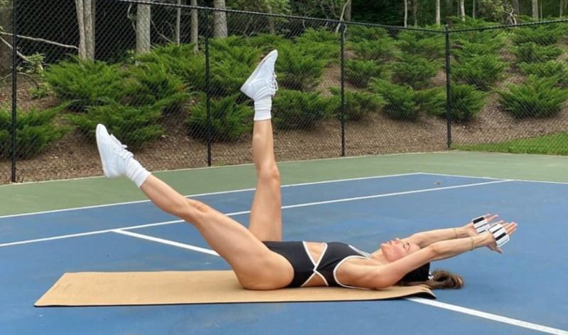 Summer ready! Las mejores cuentas de Instagram para hacer ejercicio - melissa-wood-summer-ready-las-mejores-cuentas-de-instagram-para-seguir-y-obtener-rutinas-de-ejercicio-google-instagram-workout-summer-body-instagram-tiktok-verano-viajes-beach-body-routine-abs-workout