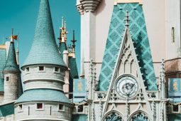 15 secretos de Disney que probablemente no conocías - Portada secretos que probablemente no conocías sobre Disney google Disney google zoom online viajes verano a donde ir destinos abiertos coronavirus pandemia foto