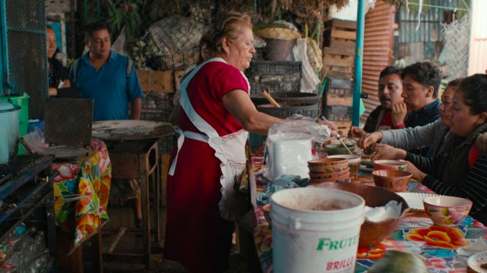 Netflix resalta riqueza cultural de la comida callejera con 'Street Food: Latinoamérica' - puesto-de-comida-callejera