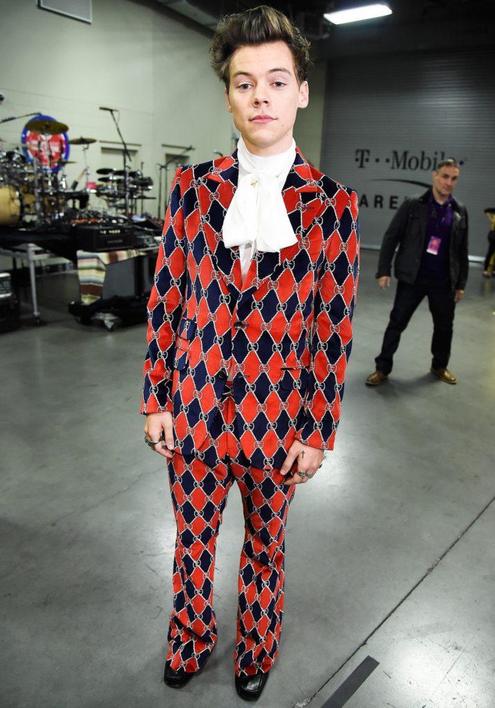 Los mejores looks de Harry Styles - foto-8-los-mejores-looks-de-harry-styles-premios-iheartradio-gucci