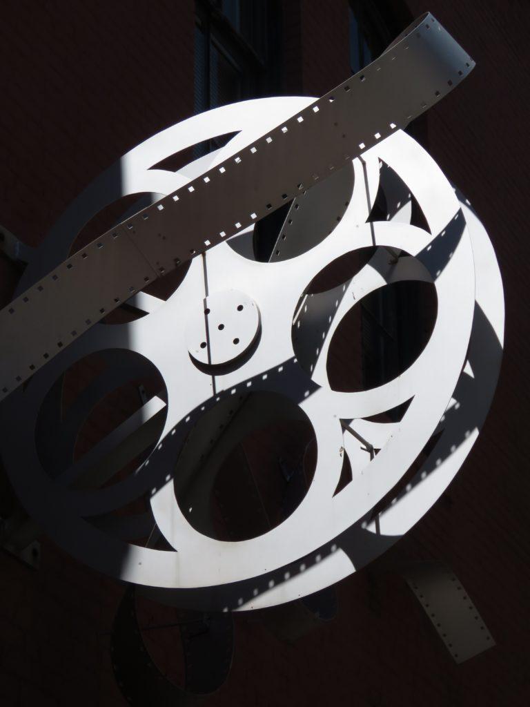 Sal de la rutina y vive una noche única en el Autocinema Platino Cinemex presentado por AT&T #CAMBIAELJUEGO - anika-mikkelson-dwyjy9ziif8-unsplash