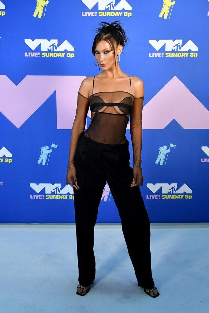 Descubre los looks más icónicos de los VMA 2020 - descubre-los-looks-mas-iconicos-de-los-vmas-2020-iconic-looks-celebrities-celebridades-outfits-estilo-looks-de-red-carpet-instagram-google-tiktok-zoom-online-clases-online-coronavirus-cura-2