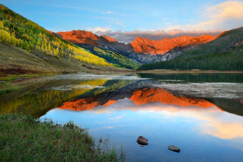 Descubre lo que Vail, Colorado tiene para ofrecer esta temporada - senderismo-like-nothing-on-earth-descubre-lo-que-es-vail-colorado-en-verano-piney-lake