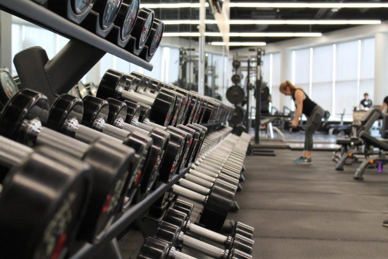 Gym 101: conoce los nuevos protocolos de seguridad en gimnasios - gym-101conoce-los-protocolos-de-seguridad-que-se-estan-implementando-en-los-gimnasios-fitness-studio-barre-pilates-siclo-barrys-spinning-google-online-sana-distancia-covid-19-amazon-online-googl-1