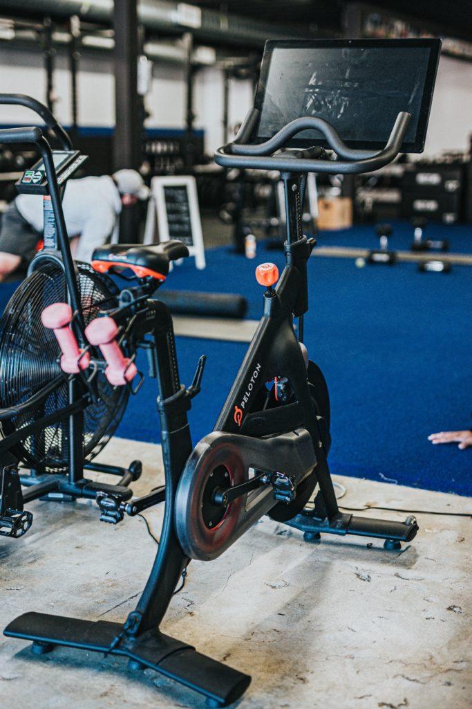 Gym 101: conoce los nuevos protocolos de seguridad en gimnasios - gym-101conoce-los-protocolos-de-seguridad-que-se-estan-implementando-en-los-gimnasios-fitness-studio-barre-pilates-siclo-barrys-spinning-google-online-sana-distancia-covid-19-amazon-online-googl