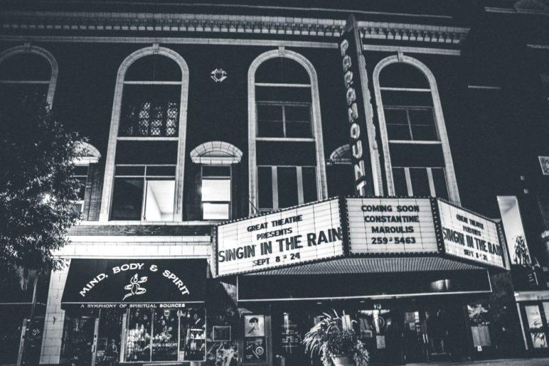 La evolución del cine a través de las décadas por el Autocinema Cinemex Platino presentado por AT&T - ricky-turner-pacf_o4fgwg-unsplash