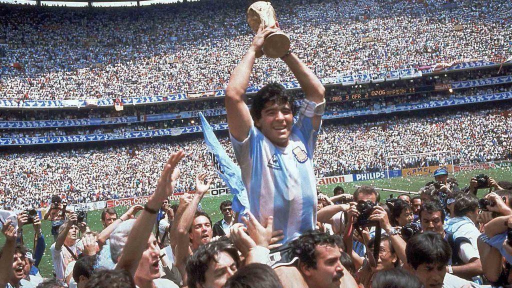 En memoria de Diego Maradona, una leyenda del futbol - Portada diego Maradona diego Maradona leyenda del futbol muerte de diego Maradona En memoria de Diego Maradona una leyenda del fútbol google futbol google diego Maradona fallece muere diego Maradona causa de muerte de diego Maradona